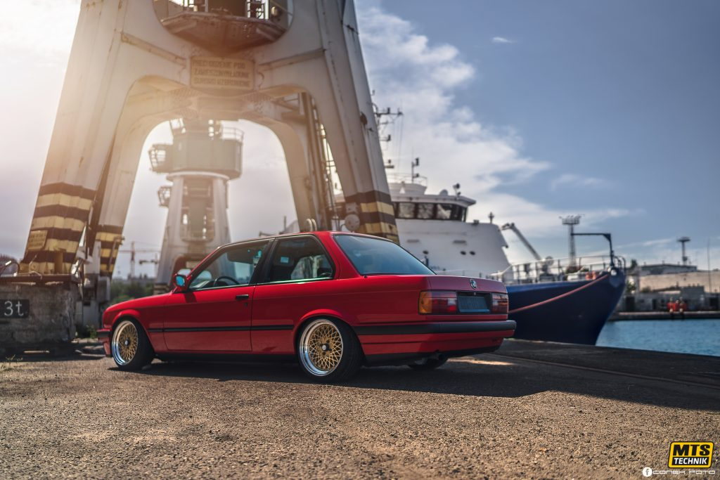 BMW E30 on MTS Technik coilovers