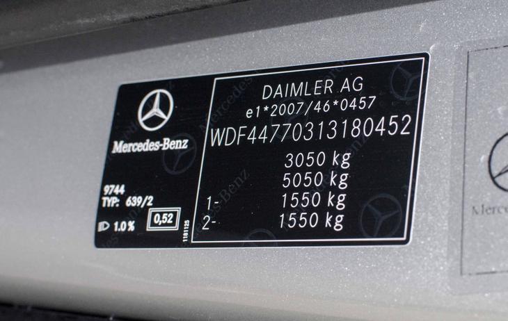 Car nameplate